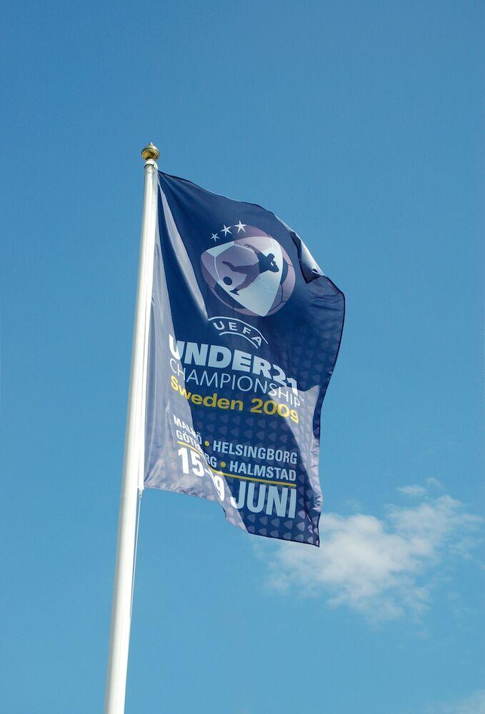 Reklamflagga stående (digitaltryckta) 120g, 150 x 300 cm